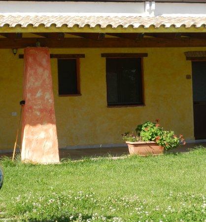 Agriturismo Piperedda : il portico difronte alla camera
