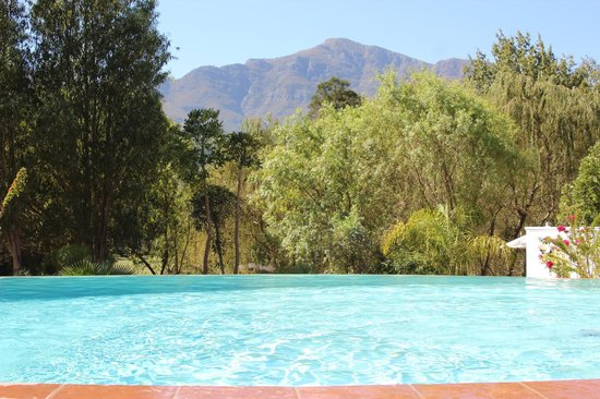 Franschhoek Manor : pool and mountain views