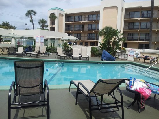 Boca Raton Plaza Hotel and Suites : beautiful pool and hot tub area
