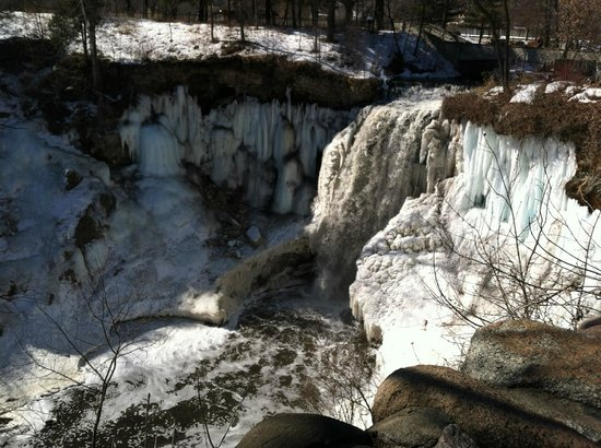 Minnehaha Park: Minnehaha Falls on a warm winter day