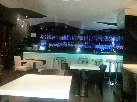 Domo Restaurant & Lounge Bar: Le bar