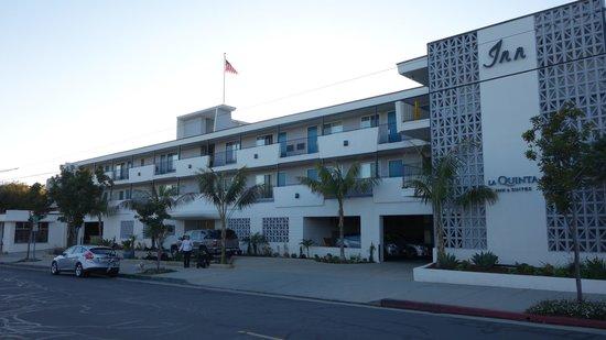 La Quinta Inn & Suites Santa Barbara: Front of hotel