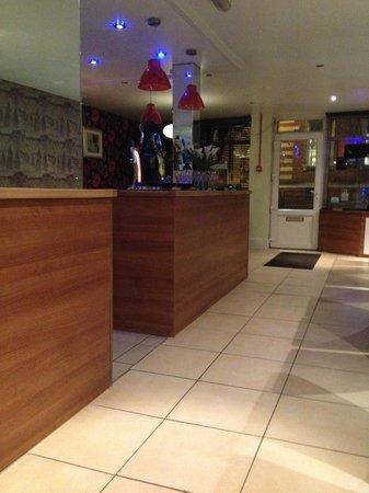 Cinnamon: Bar area