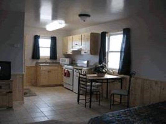 Tenderfoot Cabins & Motel: Cabin 105