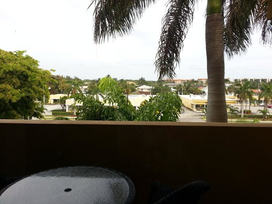 Boca Raton Plaza Hotel and Suites : Front balcony view