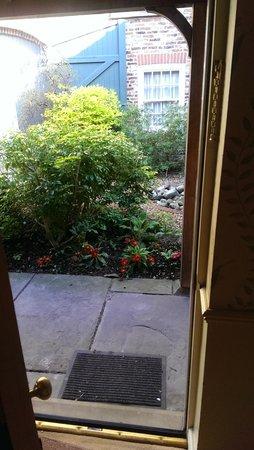 Best Western York Pavilion Hotel: Step into the garden..