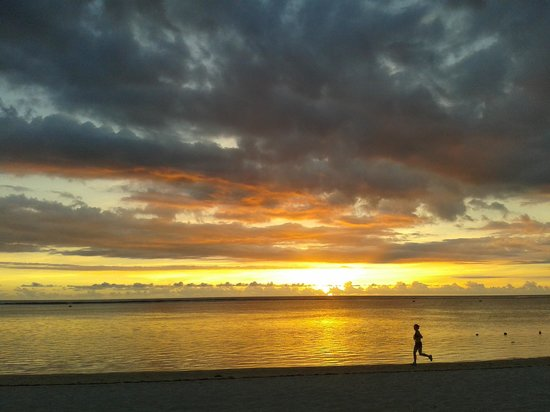 Sugar Beach Golf & Spa Resort : Great sunsets, so different every night.