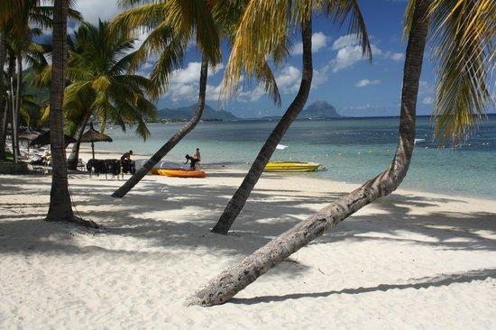Sugar Beach Golf & Spa Resort : The beach near the boat house.