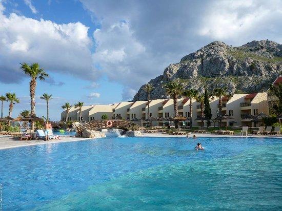 Atlantica Club Aegean Blue: Pool and bungalows