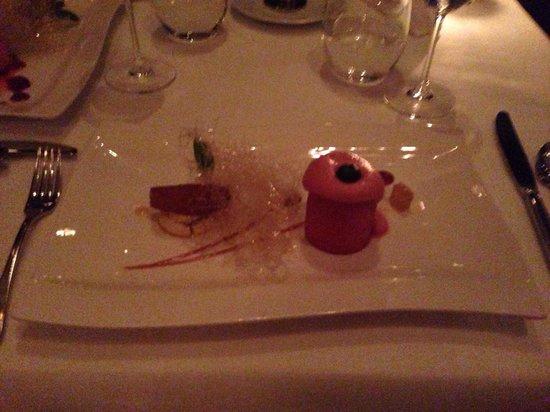 Topaz: Himbeer Parfait mit Apfel Zimt Kuchen