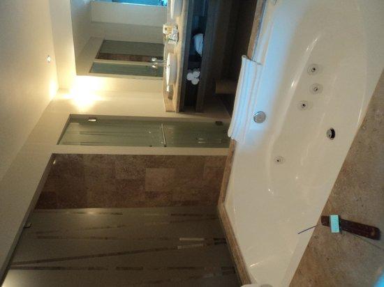 Secrets Silversands Riviera Cancun : Beautiful Bathroom