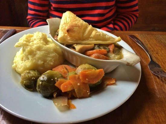 MacLaomainn's Scottish Pub: Chicken & Mushroom Pie