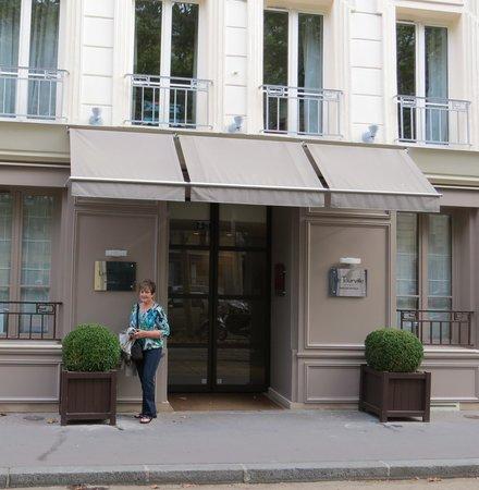 hotel le tourville picture of hotel le tourville paris tripadvisor. Black Bedroom Furniture Sets. Home Design Ideas