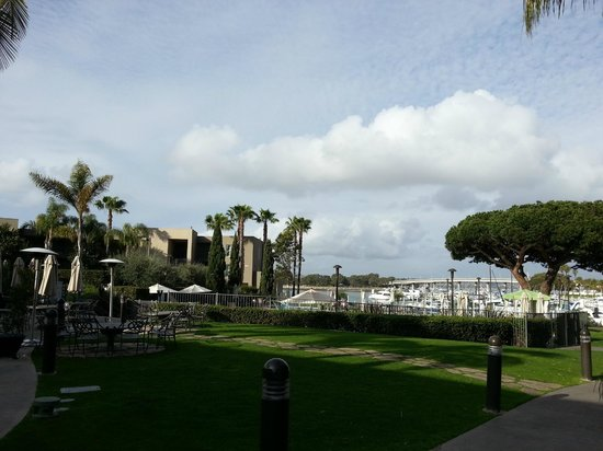 The Dana on Mission Bay, BW Premier Collection : Grounds and pool area