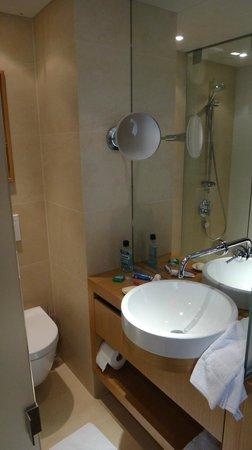 Hotel Maximilian: pia do banheiro