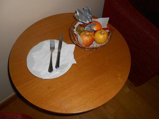 Montalegre Hotel: cesta de fruta