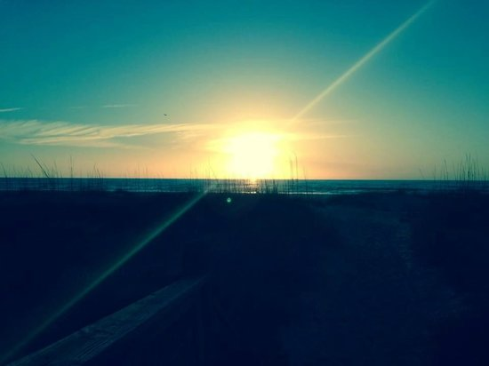 La Fiesta Ocean Inn & Suites: Sunrise on the boardwalk headed to beach! Gorgeous!