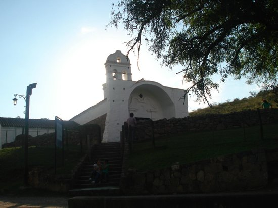 Our Lady of the Rosary Chapel of Candonga: atardecer en la capilla