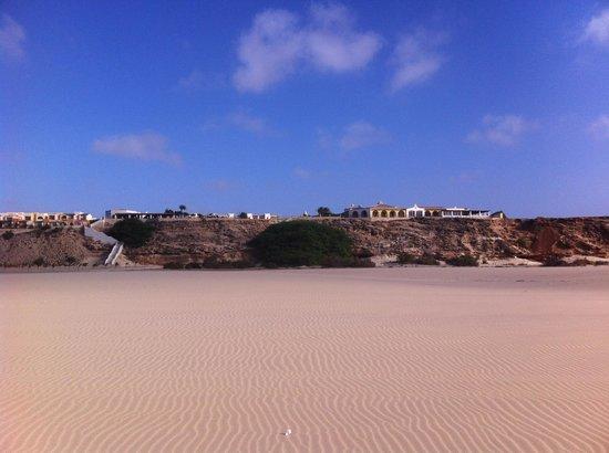 IBEROSTAR Club Boa Vista: vue de l'hôtel depuis la plage