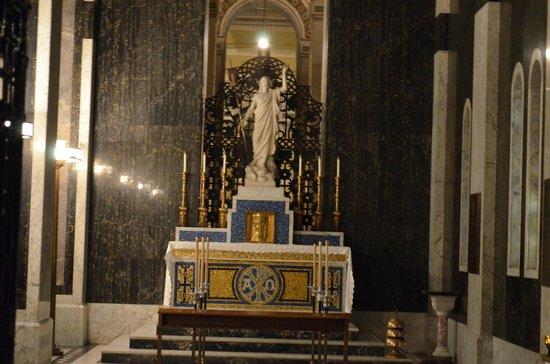 Cathedral Basilica of Saint Louis : A quiet spot