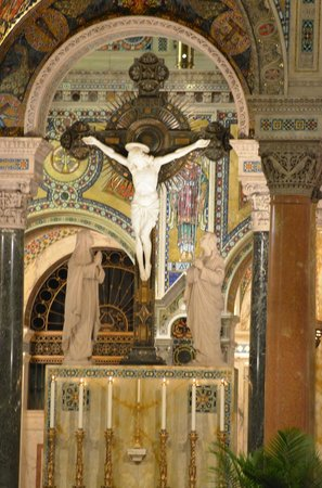Cathedral Basilica of Saint Louis : The centerpiece of the Basilica