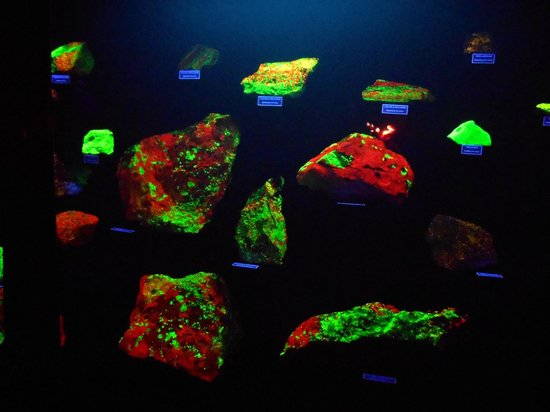 Mineral Museum of Michigan: More under the black light
