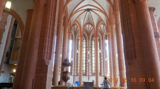 Church of the Holy Ghost (Heiliggeistkirche): Interior iglesia