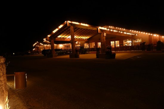 Red Cliffs Lodge : Main building : reception, dining room, small museum, function room