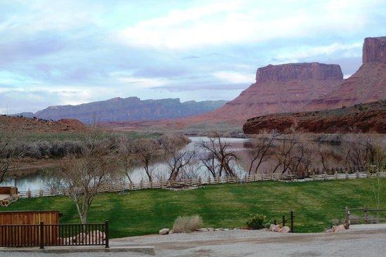 Red Cliffs Lodge: Colorado river