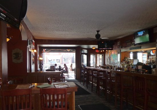 Parker's Grille & Tap House : Looking out toward street