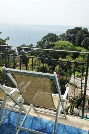 Hotel La Floridiana: Blick vom Zimmerbalkon mit schönen Liegestühlen