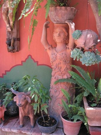 Bed & Breakfast at the Oaxaca Learning Center : Garden at Jacobo and Maria Alebrijes workshop