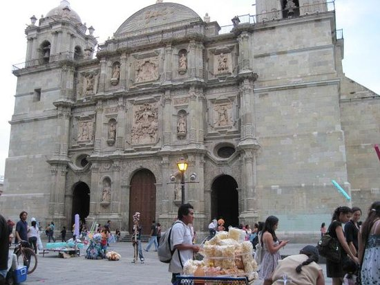 Bed & Breakfast at the Oaxaca Learning Center : Cathedral near Zocolo in Oaxaca