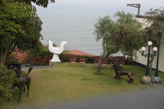 Second Home Peru: Garden overlooking the ocean