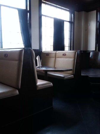 Nak's Country Kitchen: interior