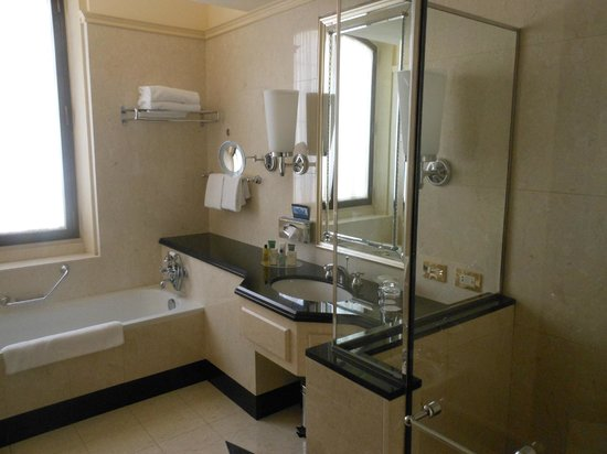 Hilton Molino Stucky Venice Hotel: Bathroom