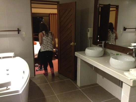 Hotel La Cabana Machu Picchu: baño
