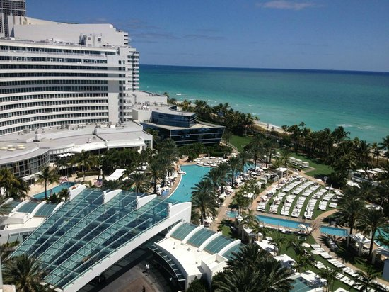 Fontainebleau Miami Beach: Ocean view room is excellent