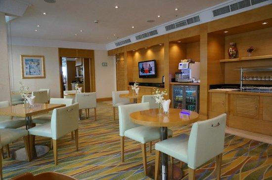 Hilton Dubai Jumeirah : Exec Lounge