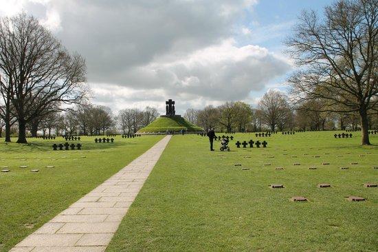German Cemetery La Cambe: Vue globale
