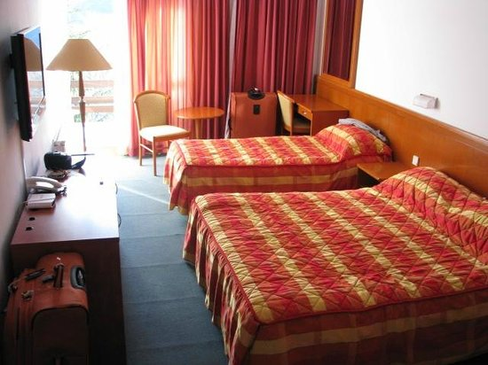 Double and single beds - Hotel Jezero