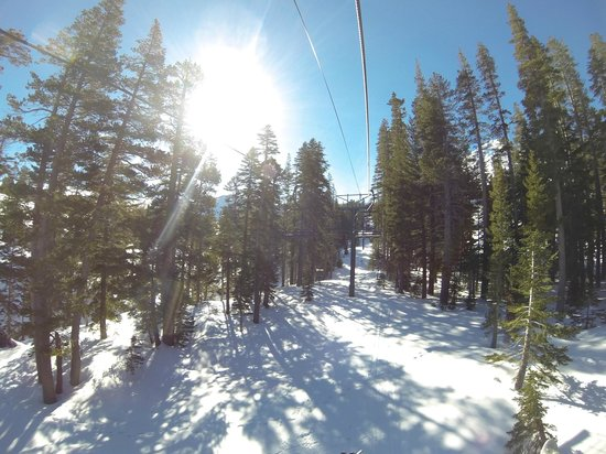 Kirkwood Mountain Resort: empty lifts!