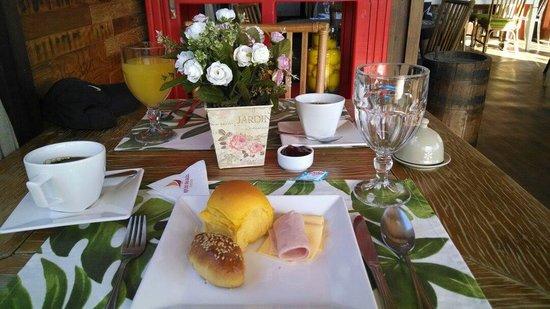Refugio Das Gales: Café da manhã