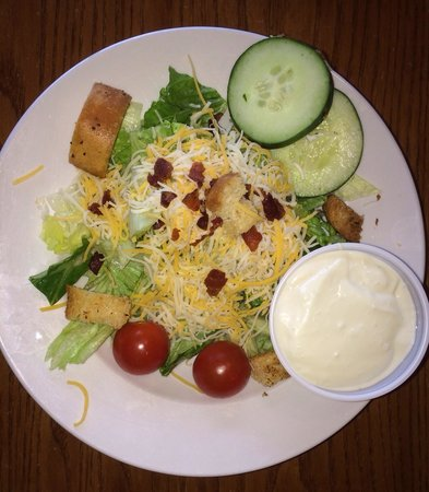 Chesterfield's Bar and Grill: Side salad