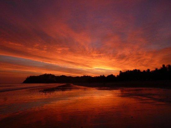 Rancho De La Playa: Coucher de soleil du Playa Samara