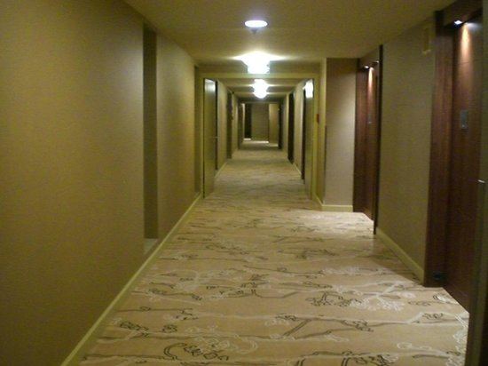 Budapest Marriott Hotel: Club level guestroom walkwaay