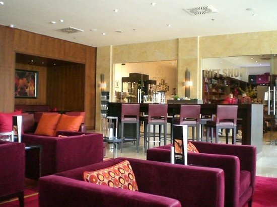 Budapest Marriott Hotel: Lobby sitting area