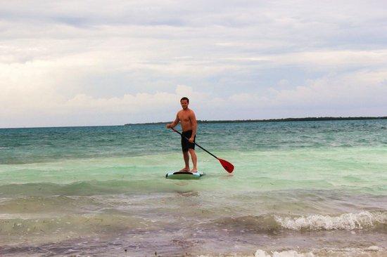 Coco Plum Island Resort: Paddleboard