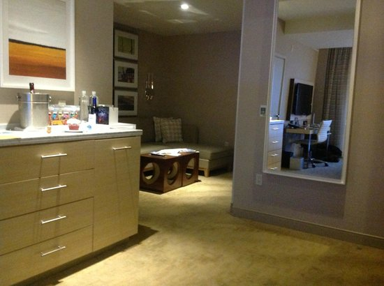 The Kimpton Hotel Wilshire: Living room in Melrose Suite