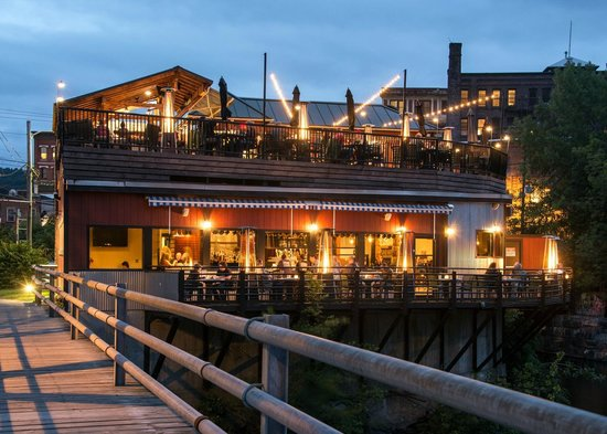 Whetstone Station Restaurant and Brewery: Perched right on the CT River with tons of outdoor seating